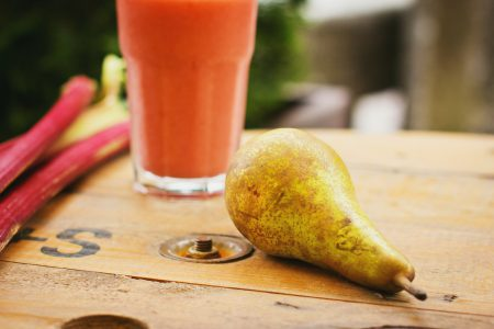 Pear and rhubarb smoothie 5
