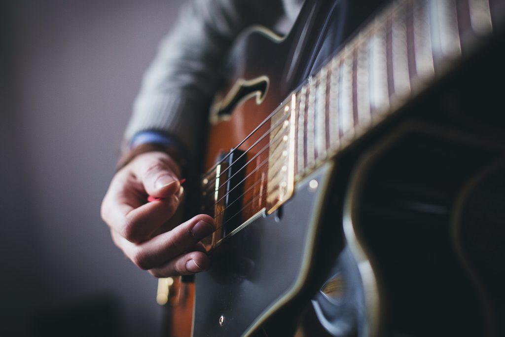 Playing guitar – side shot - free stock photo