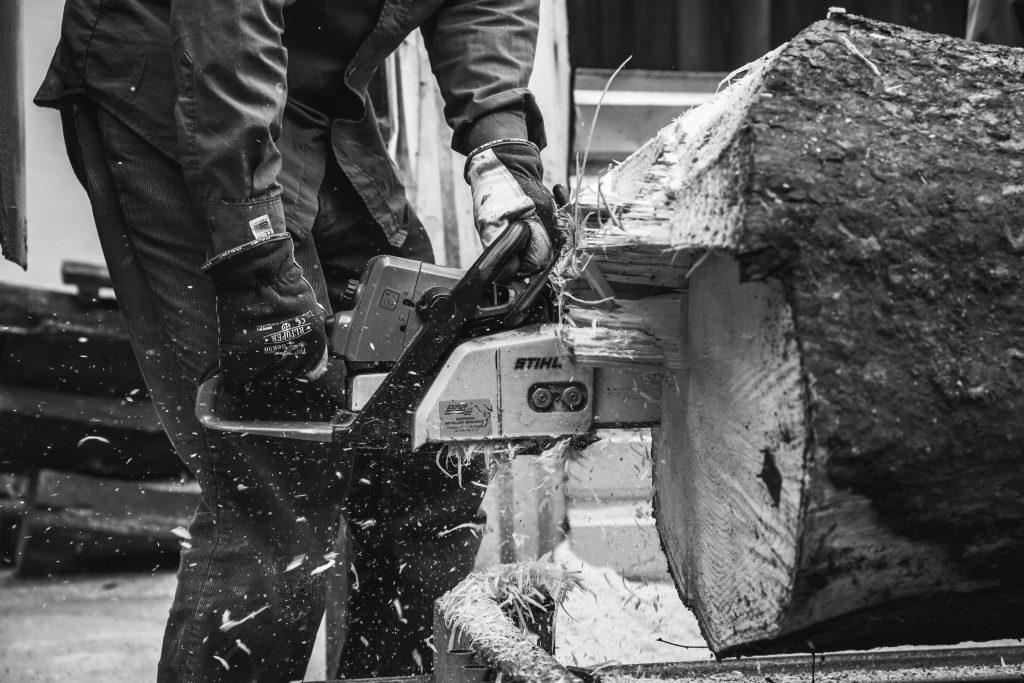 Man using chainsaw - free stock photo