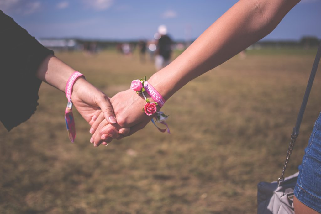 Holding hands - free stock photo