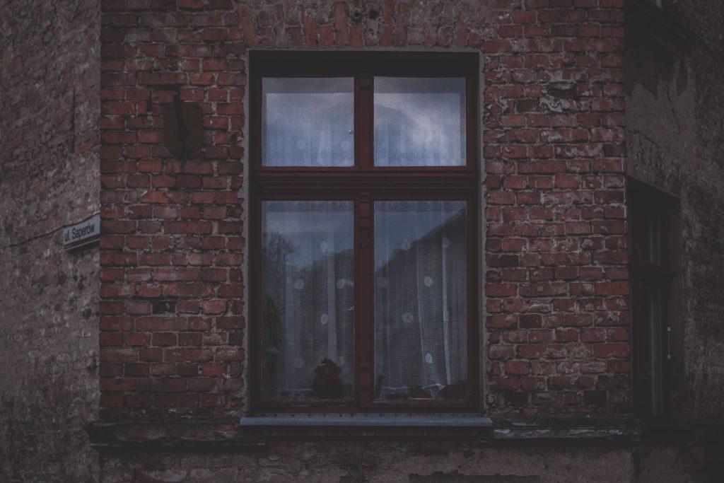 Old brown window - free stock photo