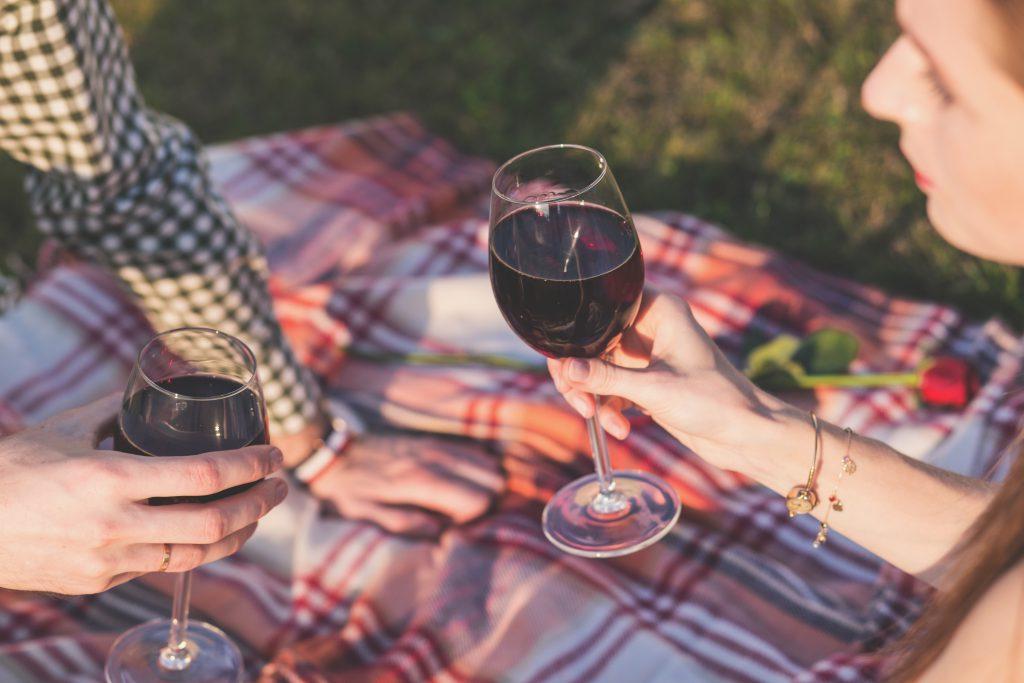 Couple drinking wine - free stock photo