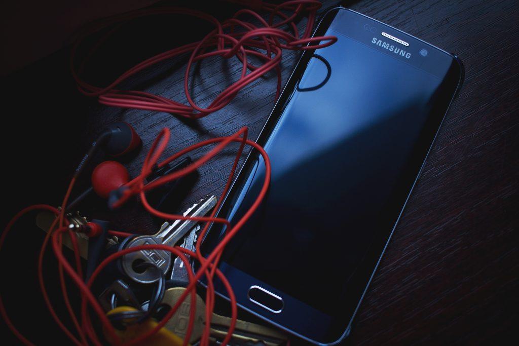 Phone, headphones and keys 3 - free stock photo
