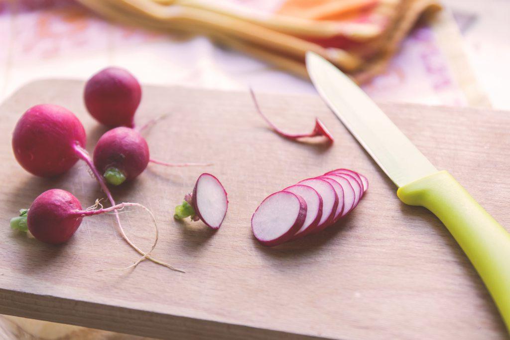 Radish on a cutting board - free stock photo