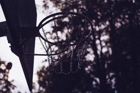 A chain basketball net