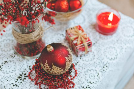 Red and white Christmas table set - free stock photo