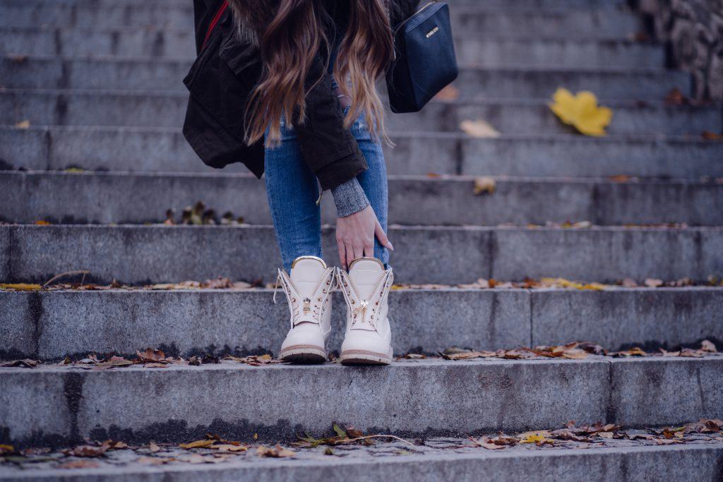 Stylish fall outfit - free stock photo