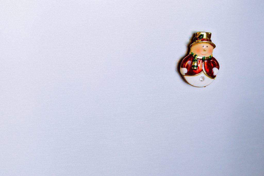 Fridge snowman magnet - free stock photo