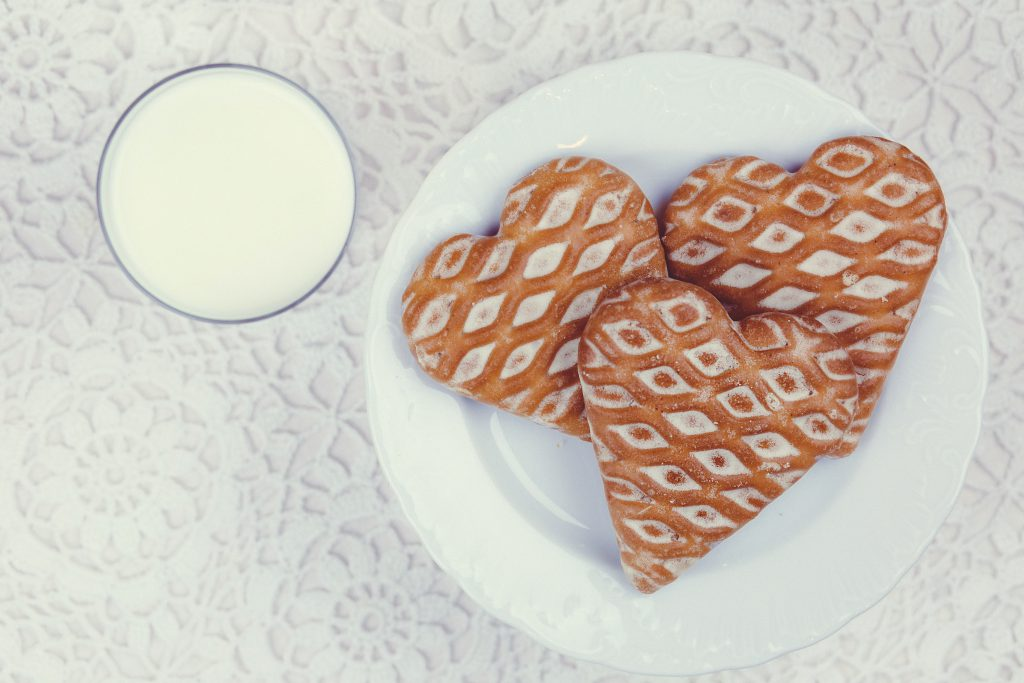 Gingerbread cookies and milk - free stock photo