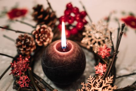 Christmas wreath and a round candle - free stock photo