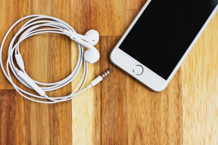 iPhone 6s with headphones 3 - free stock photo