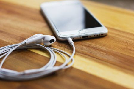 iPhone 6s with headphones 4 - free stock photo
