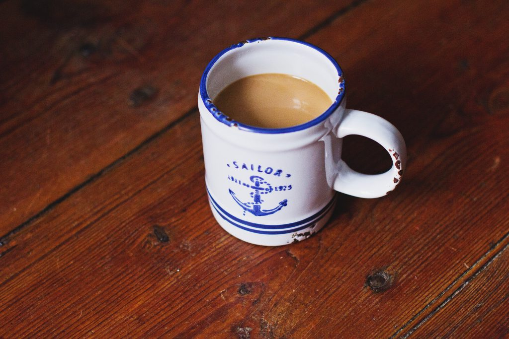 Oldschool mug of latte - free stock photo