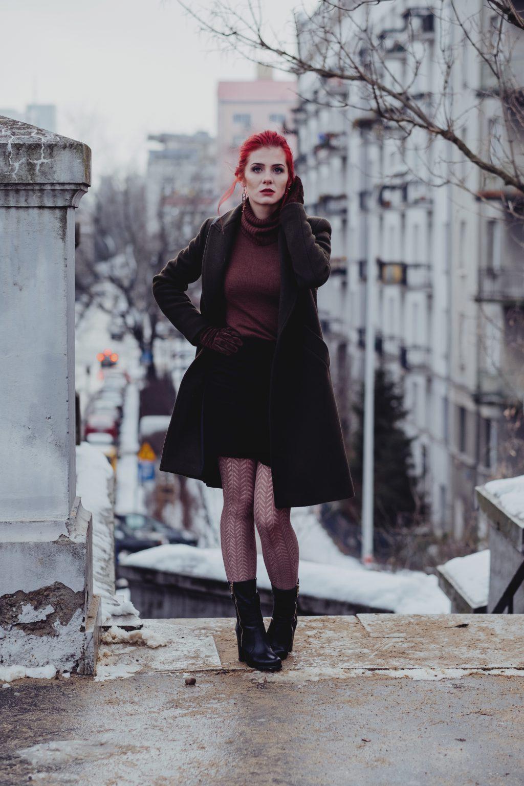 Redhead woman posing in th city - free stock photo