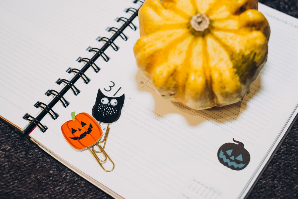 A pumpkin and an owl paperclips in a calendar - free stock photo
