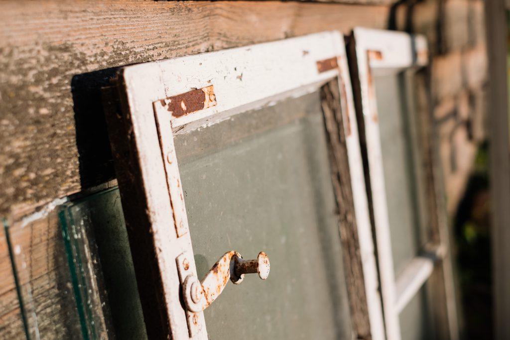 Distressed vintage window frames - free stock photo