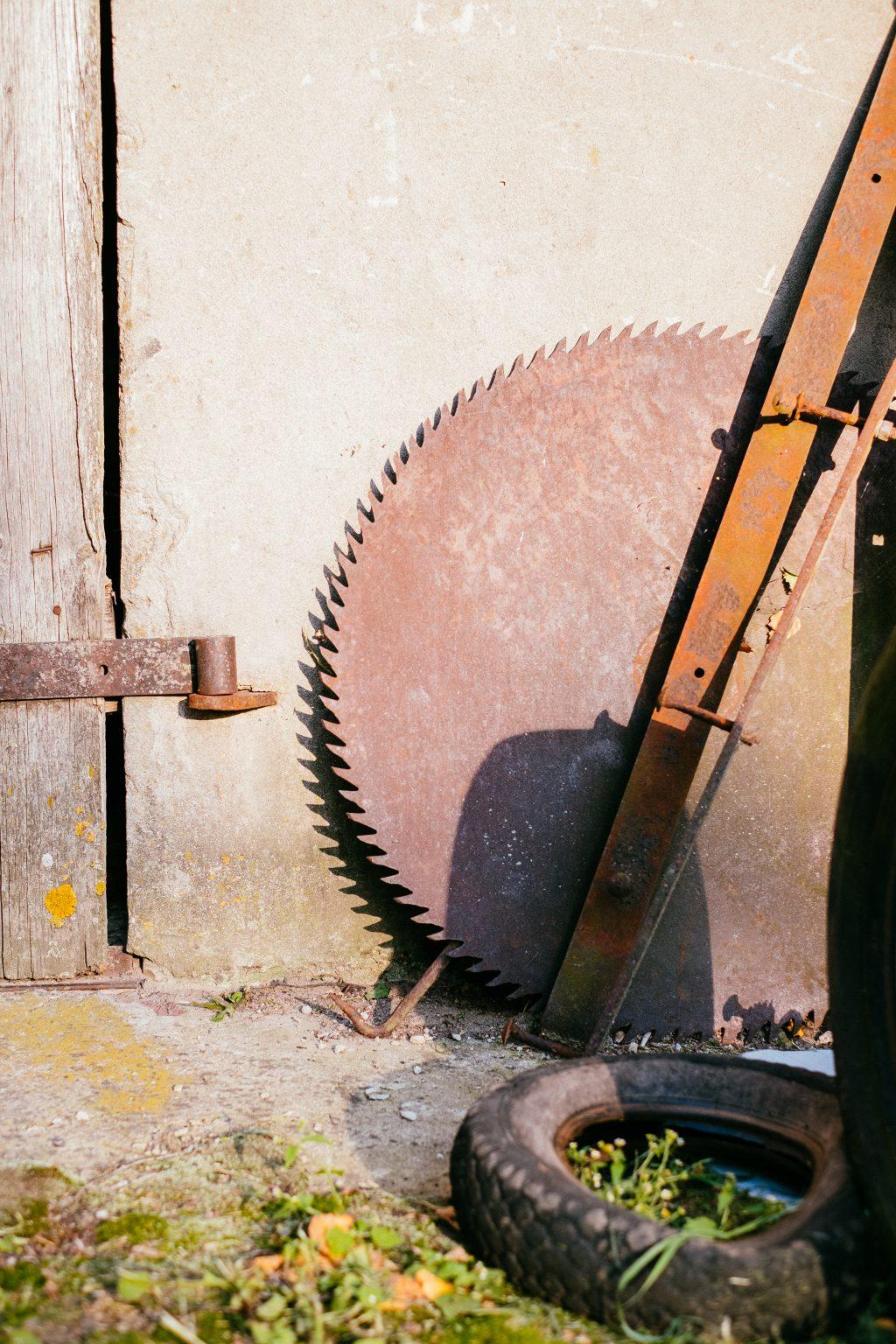 Old rusty saw blade - free stock photo