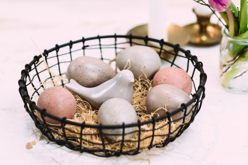 Easter table decoration with a ceramic bird - free stock photo