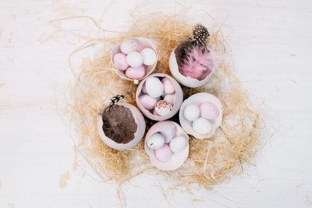 Egg shells Easter table decoration 2 - free stock photo