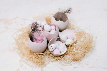 Egg shells Easter table decoration 3 - free stock photo