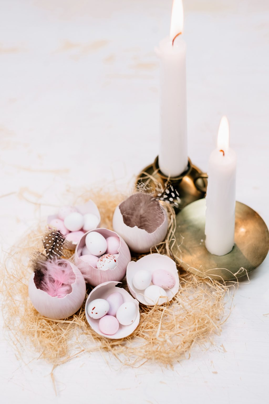 Egg shells Easter table decoration with candles - free stock photo