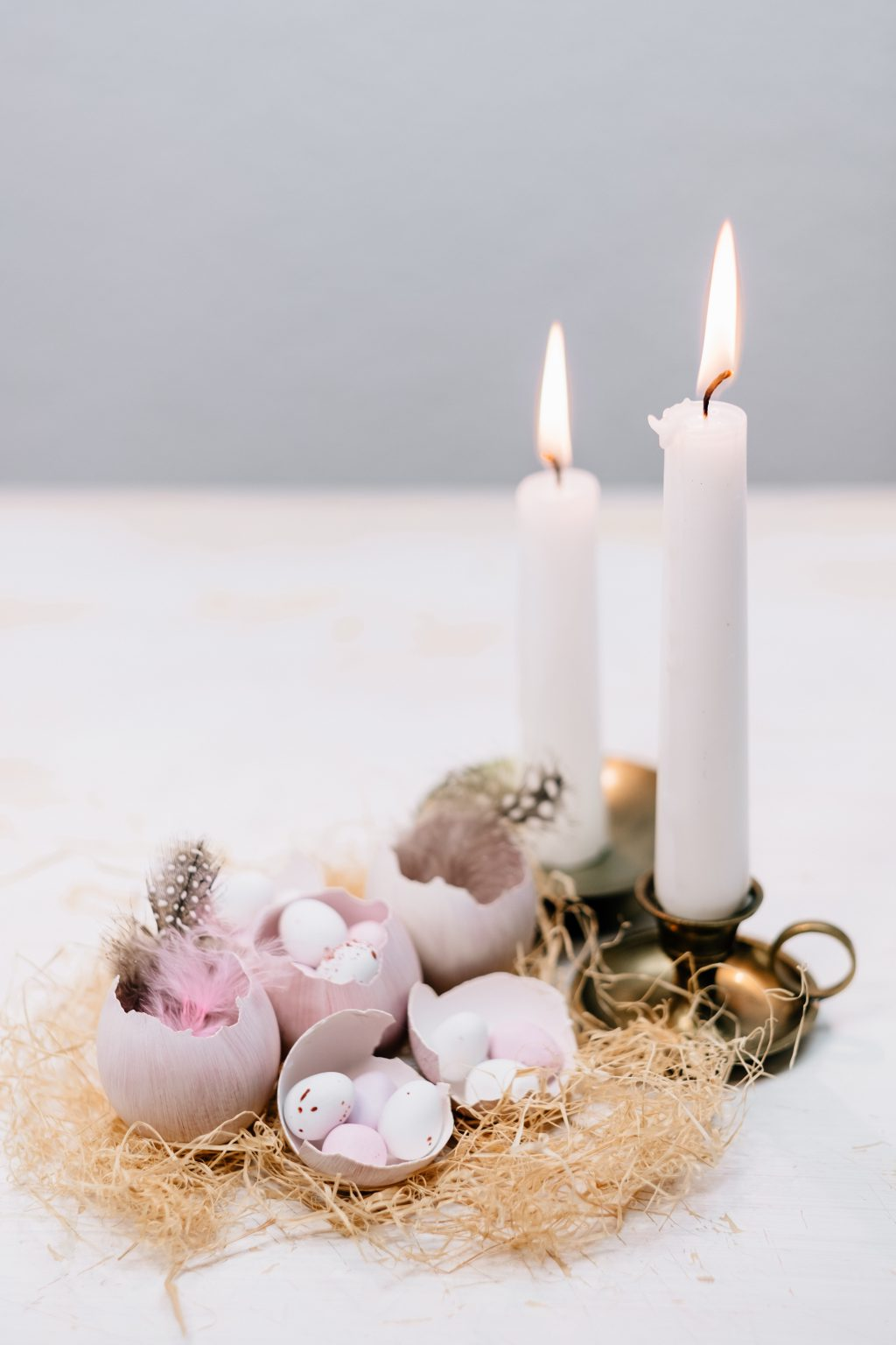Egg shells Easter table decoration with candles 2 - free stock photo