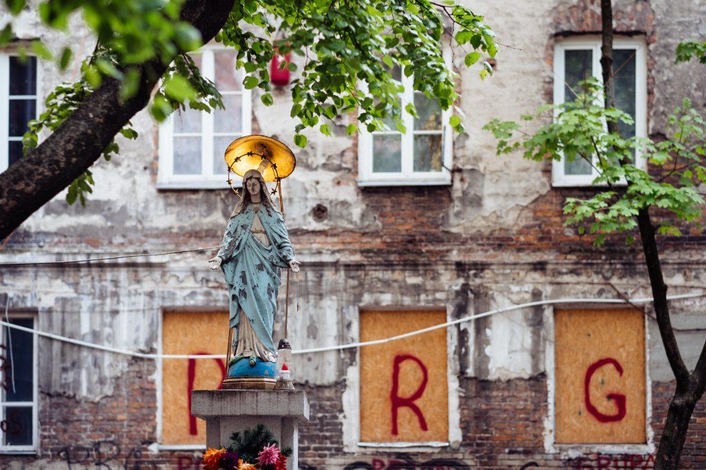 Catholic holy figure worship place outside a poor neighbourhood building 2 - free stock photo