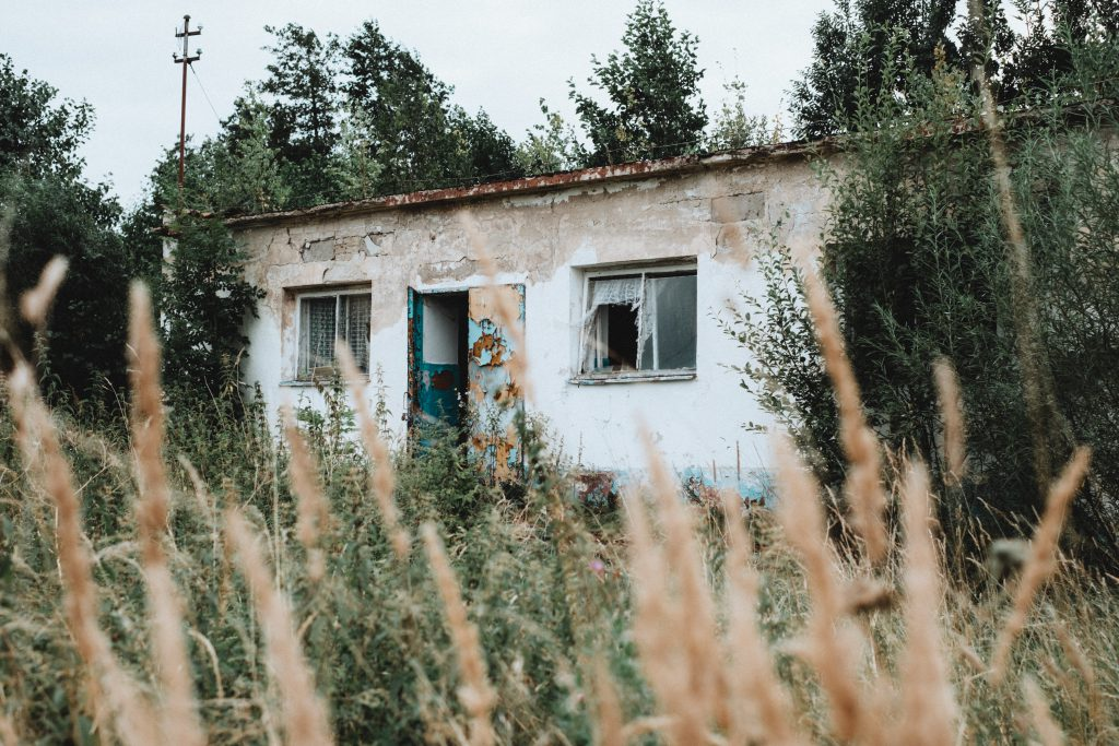 Abandoned ruined building - free stock photo