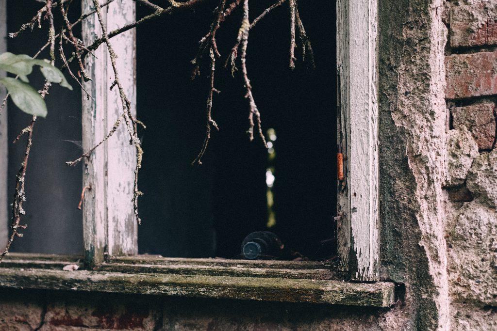 Abandoned ruined house 8 - free stock photo