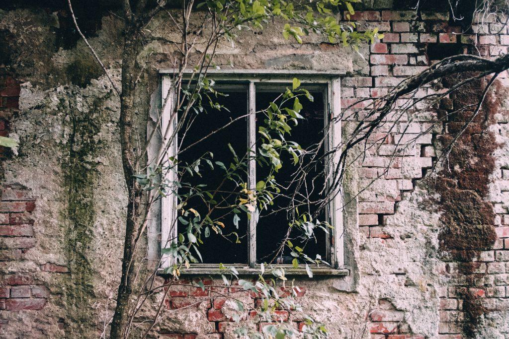 Abandoned ruined house 9 - free stock photo